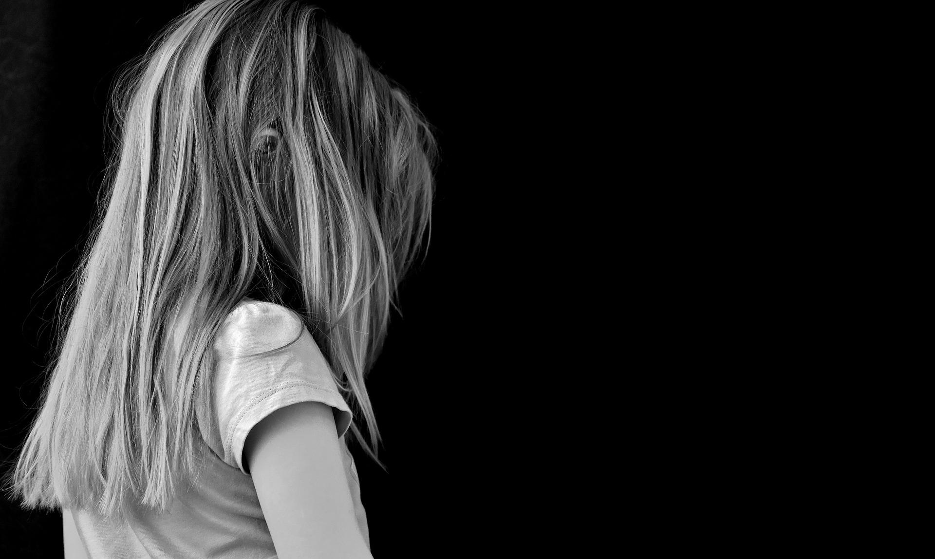 Pige med forældre på krisecenter